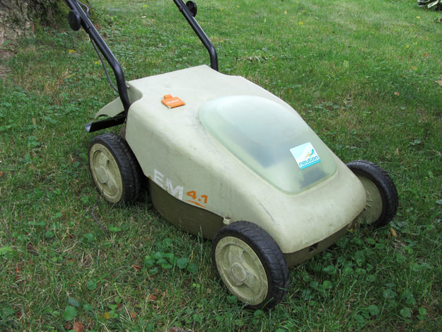 Close-up of Neuton electric lawn mower