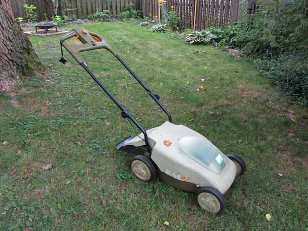 Full image of Neuton electric lawn mower